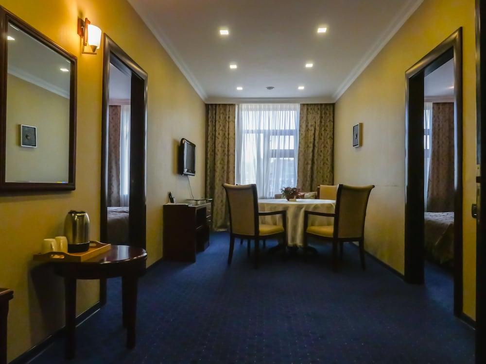 모노리트 플라자(Monolit Plaza) Hotel Image 10 - Living Room