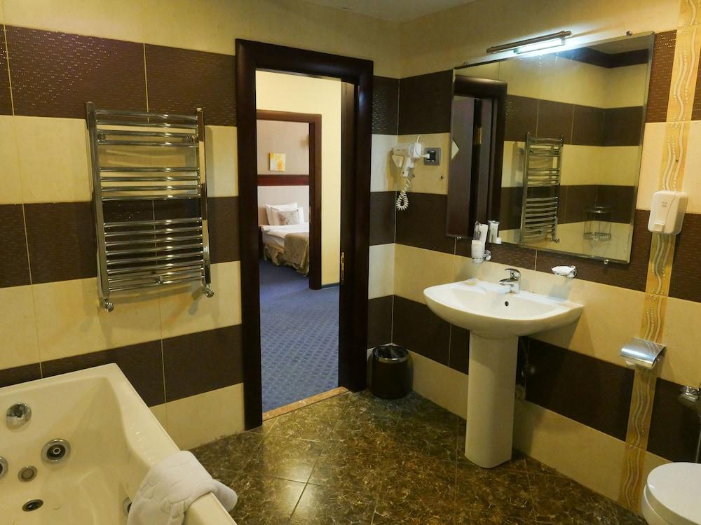 모노리트 플라자(Monolit Plaza) Hotel Image 24 - Bathroom Amenities