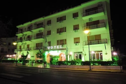 . Hotel Mondial