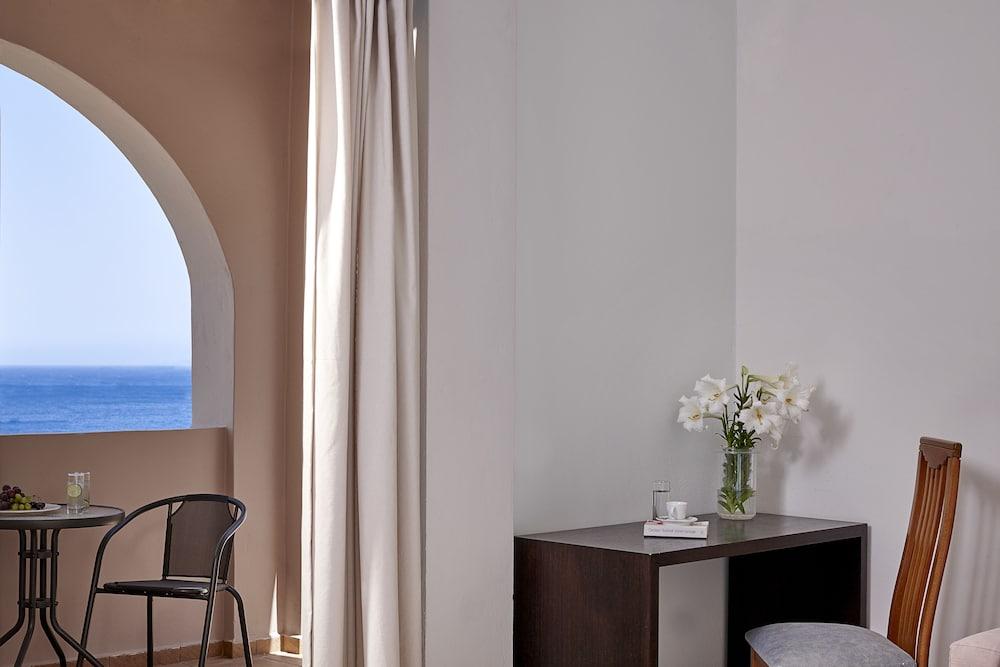 테라 블루 산토리니(Terra Blue Santorini) Hotel Image 1 - Balcony View