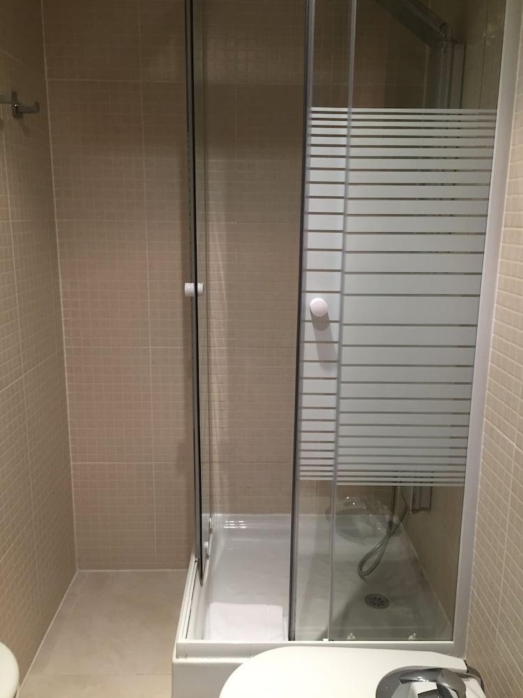 시트헤스고 아파트먼트(SitgesGO Apartments) Hotel Image 48 - Bathroom