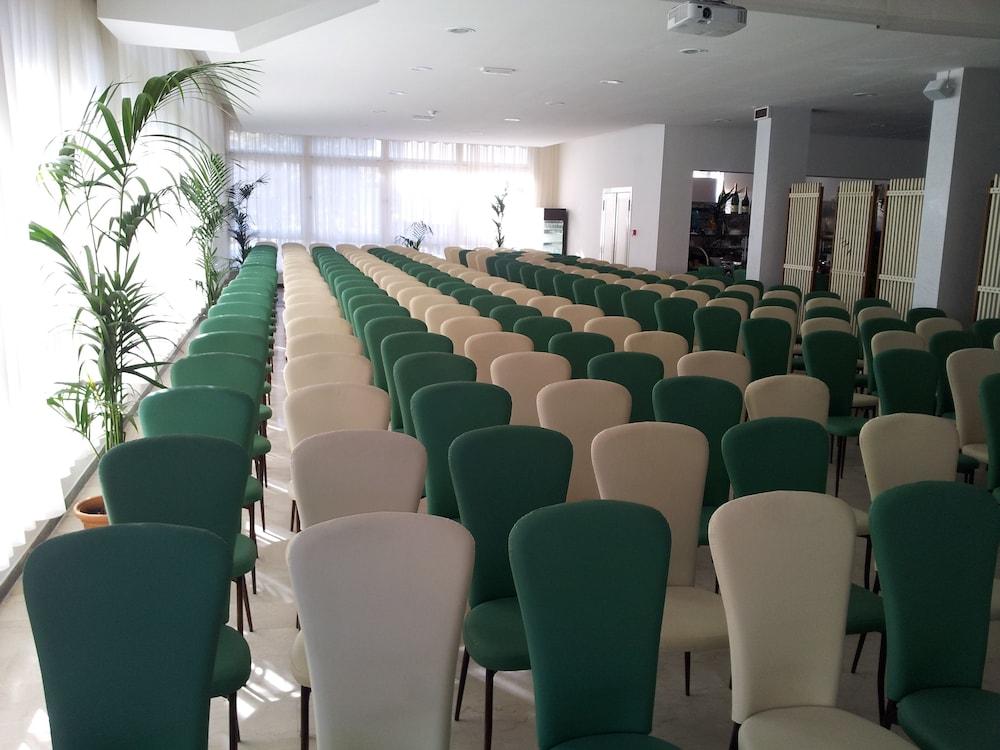 호텔 라 페를라(Hotel La Perla) Hotel Image 37 - Meeting Facility