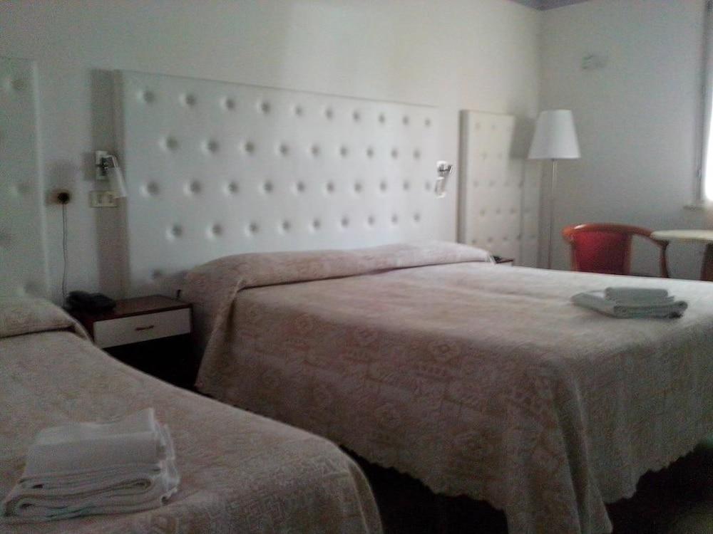호텔 라 페를라(Hotel La Perla) Hotel Image 6 - Guestroom