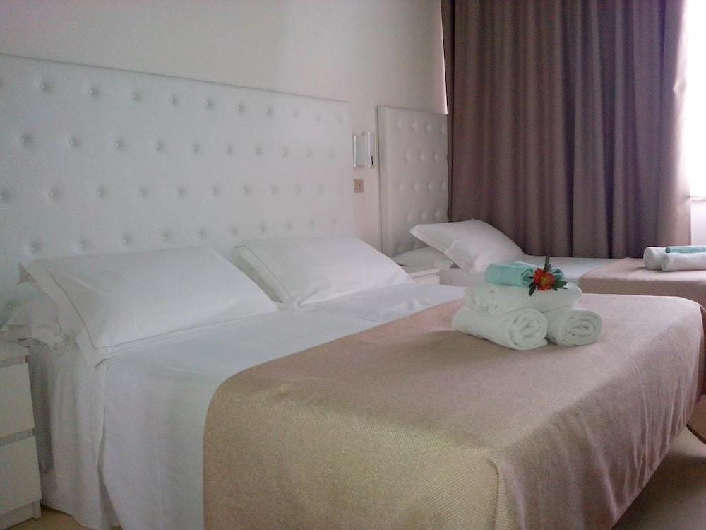 호텔 라 페를라(Hotel La Perla) Hotel Image 8 - Guestroom