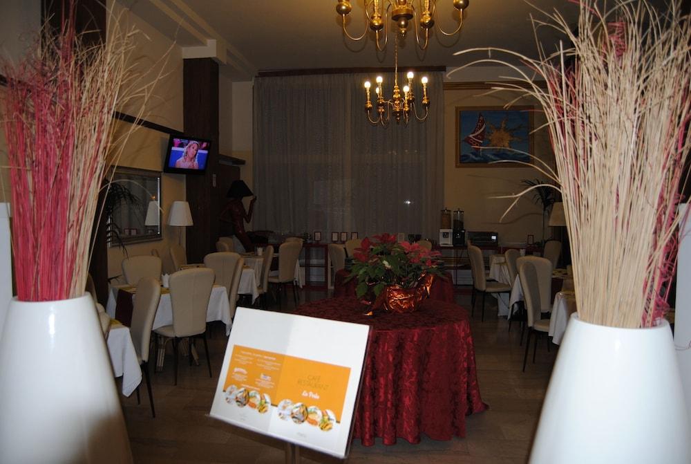 호텔 라 페를라(Hotel La Perla) Hotel Image 31 - Restaurant