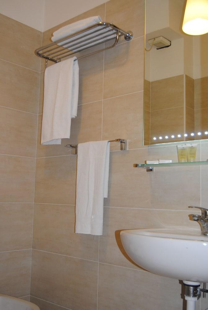 호텔 라 페를라(Hotel La Perla) Hotel Image 29 - Bathroom Sink