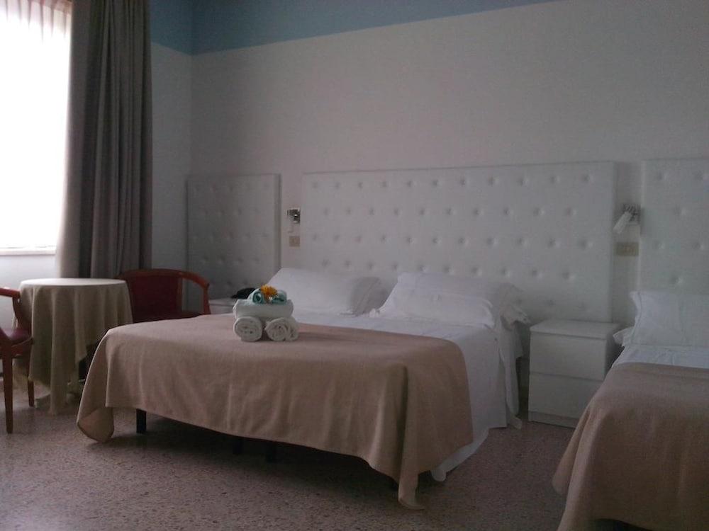 호텔 라 페를라(Hotel La Perla) Hotel Image 13 - Guestroom