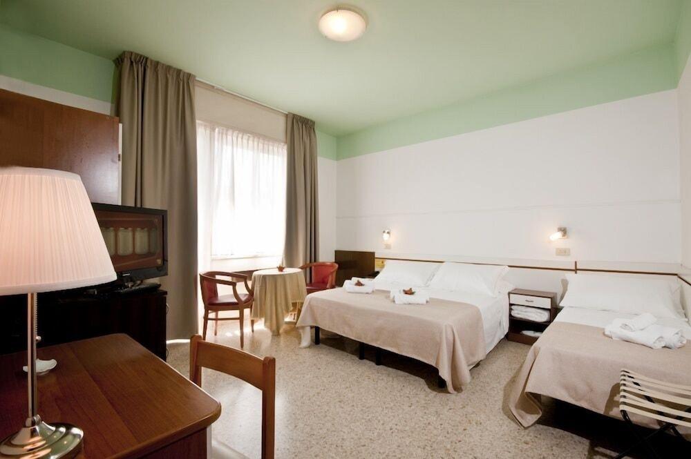 호텔 라 페를라(Hotel La Perla) Hotel Image 20 - Living Area