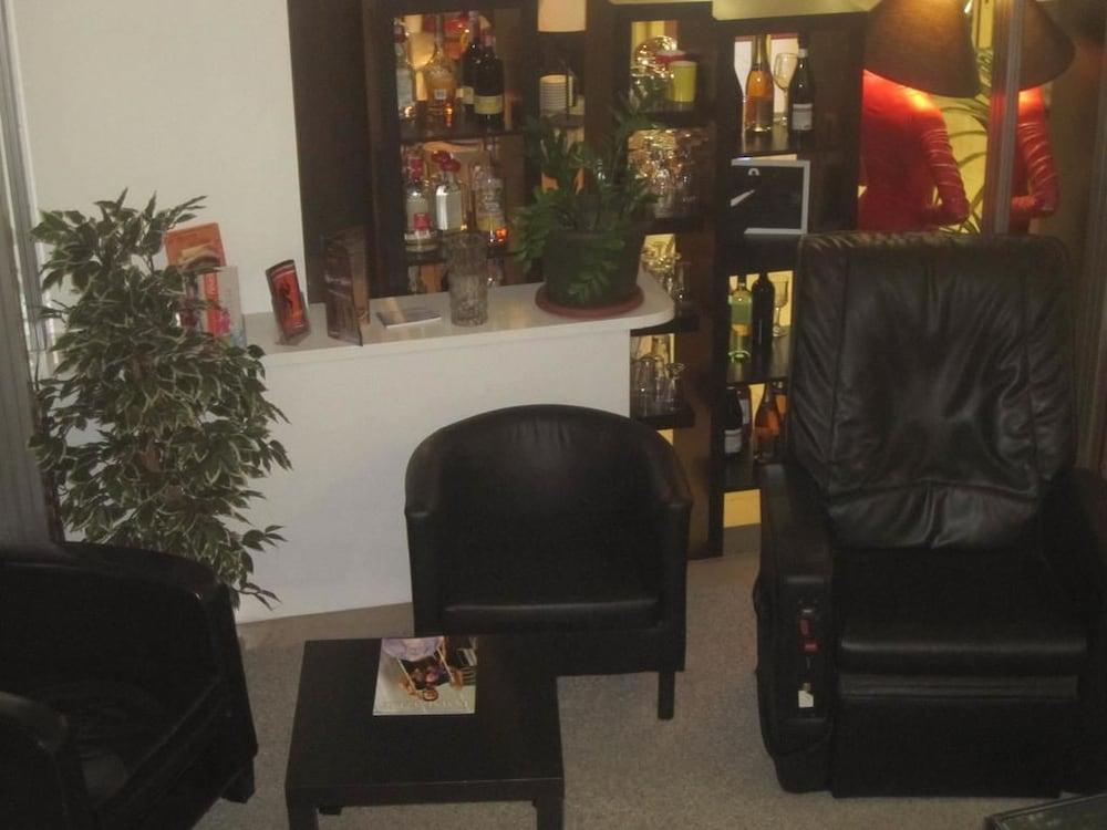 호텔 라 페를라(Hotel La Perla) Hotel Image 2 - Lobby Sitting Area