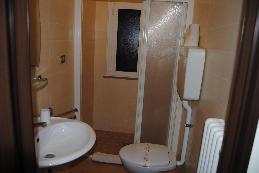 호텔 라 페를라(Hotel La Perla) Hotel Image 23 - Bathroom
