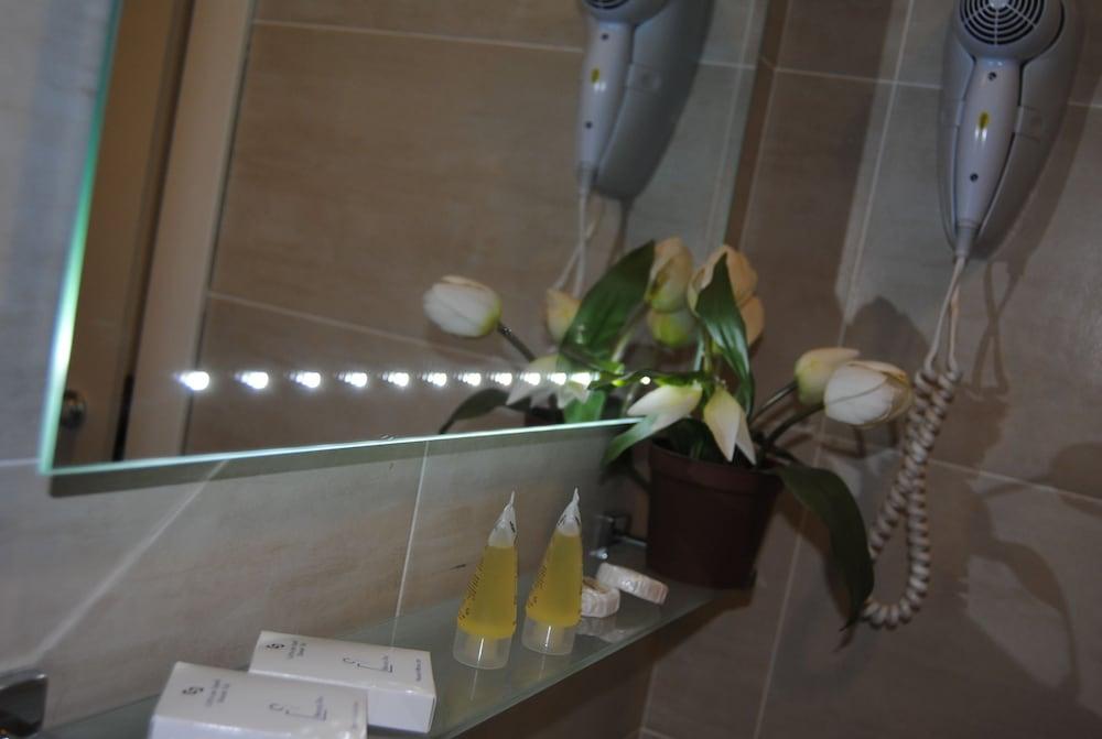 호텔 라 페를라(Hotel La Perla) Hotel Image 24 - Bathroom