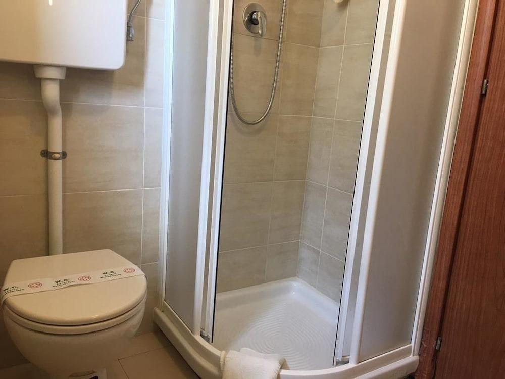 호텔 라 페를라(Hotel La Perla) Hotel Image 28 - Bathroom