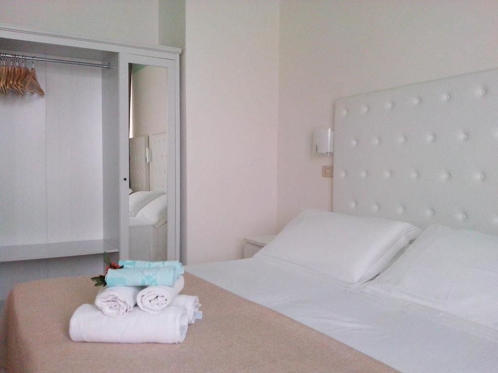 호텔 라 페를라(Hotel La Perla) Hotel Image 16 - Guestroom