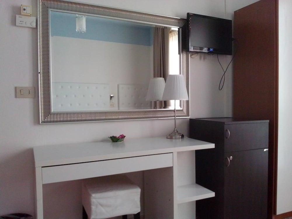 호텔 라 페를라(Hotel La Perla) Hotel Image 17 - Guestroom