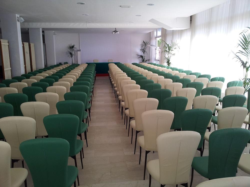 호텔 라 페를라(Hotel La Perla) Hotel Image 36 - Meeting Facility