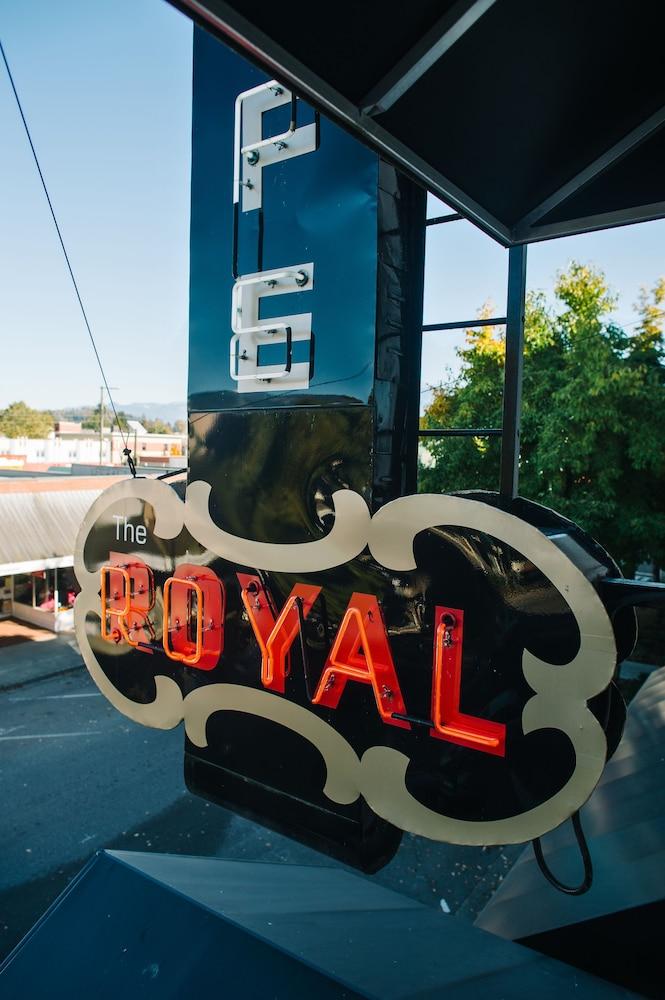 로열 호텔(Royal Hotel) Hotel Image 52 - Exterior detail
