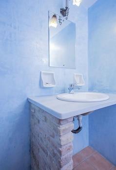 아크타이온 호텔(Aktaion Hotel) Hotel Image 33 - Bathroom Sink