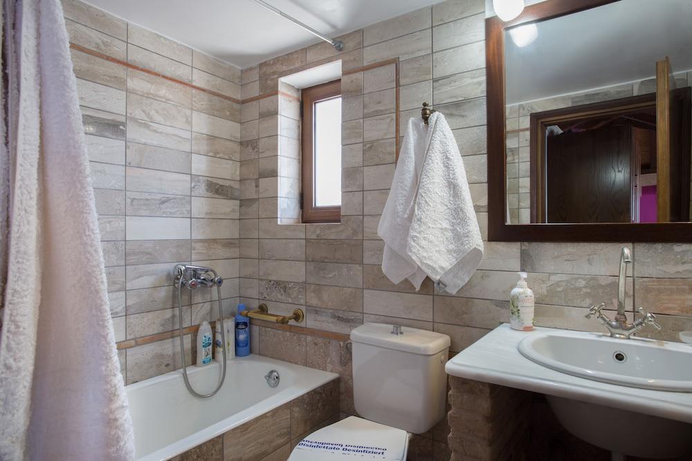 아크타이온 호텔(Aktaion Hotel) Hotel Image 31 - Bathroom