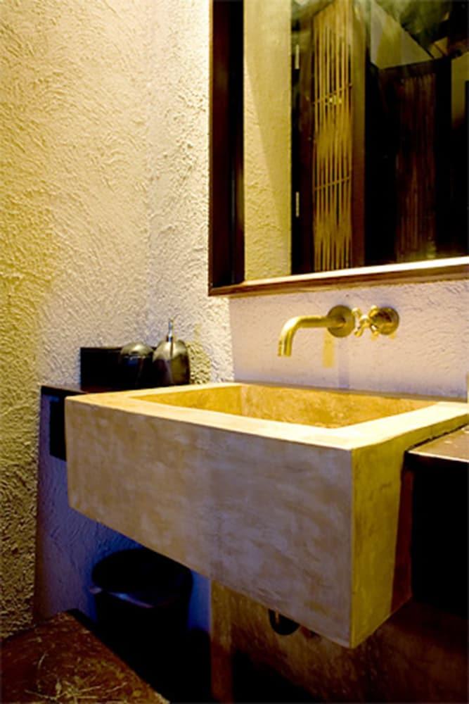 라 아 나투 베드 & 베이커리(la a natu bed & bakery) Hotel Image 40 - Bathroom