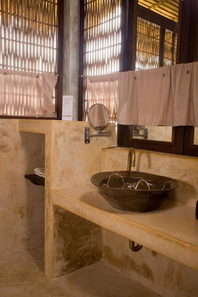 라 아 나투 베드 & 베이커리(la a natu bed & bakery) Hotel Image 39 - Bathroom