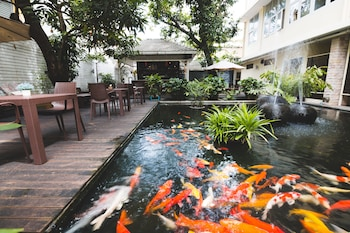 Hotel - Feung Nakorn Balcony Rooms and Cafe