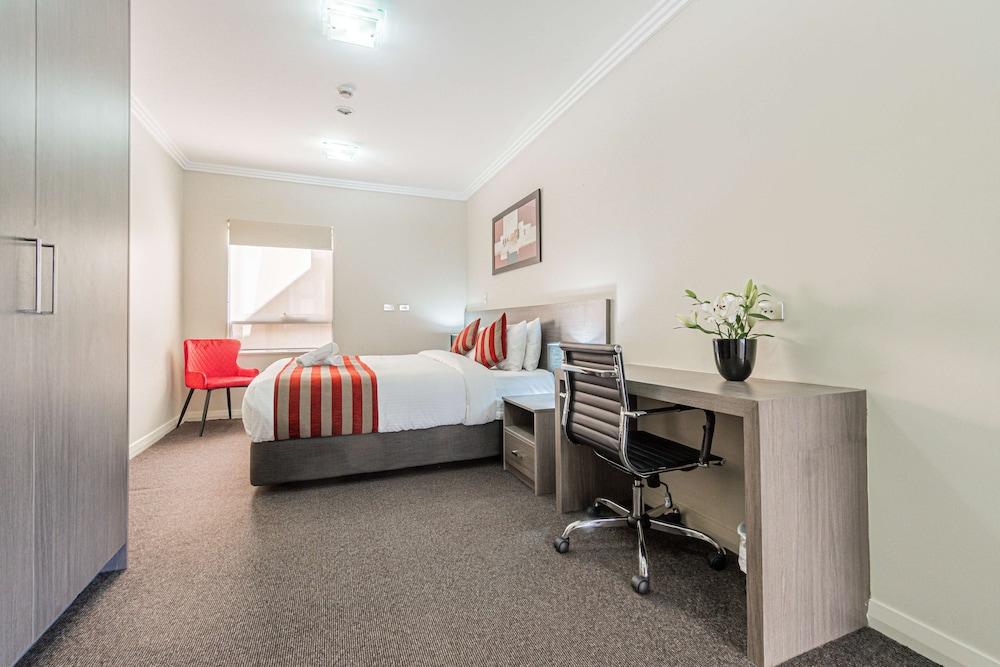 Standard Room, 1 Queen Bed, Non Smoking, Kitchenette