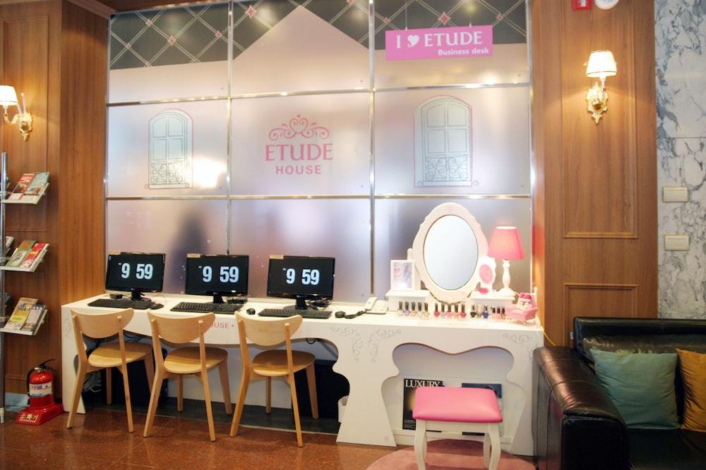 호텔 스카이파크 명동 III(HOTEL SKYPARK Myeongdong III) Hotel Image 42 - Business Center