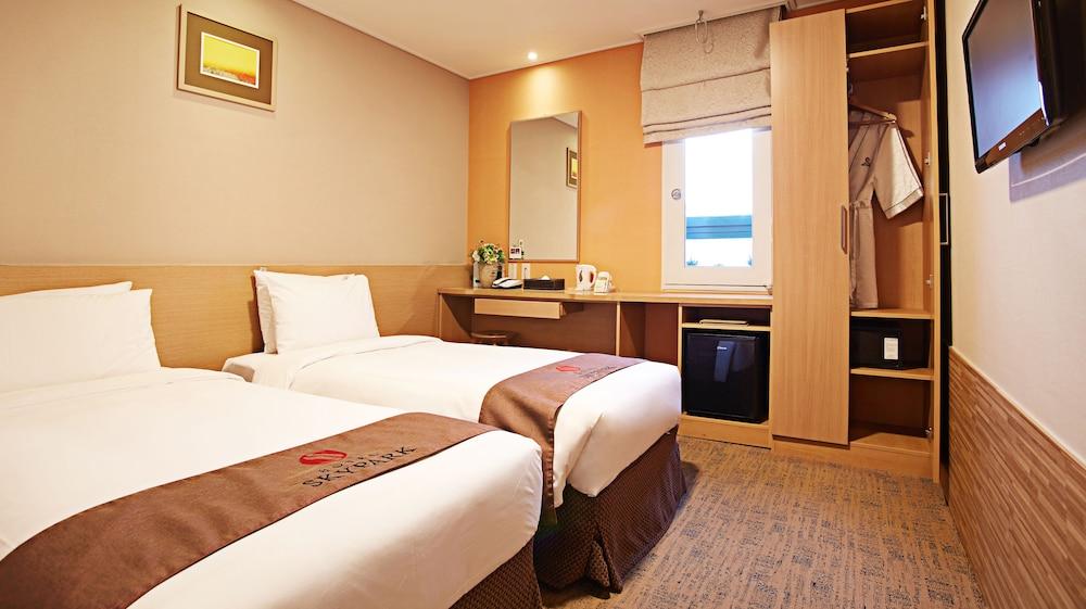 호텔 스카이파크 명동 III(HOTEL SKYPARK Myeongdong III) Hotel Image 14 - Guestroom