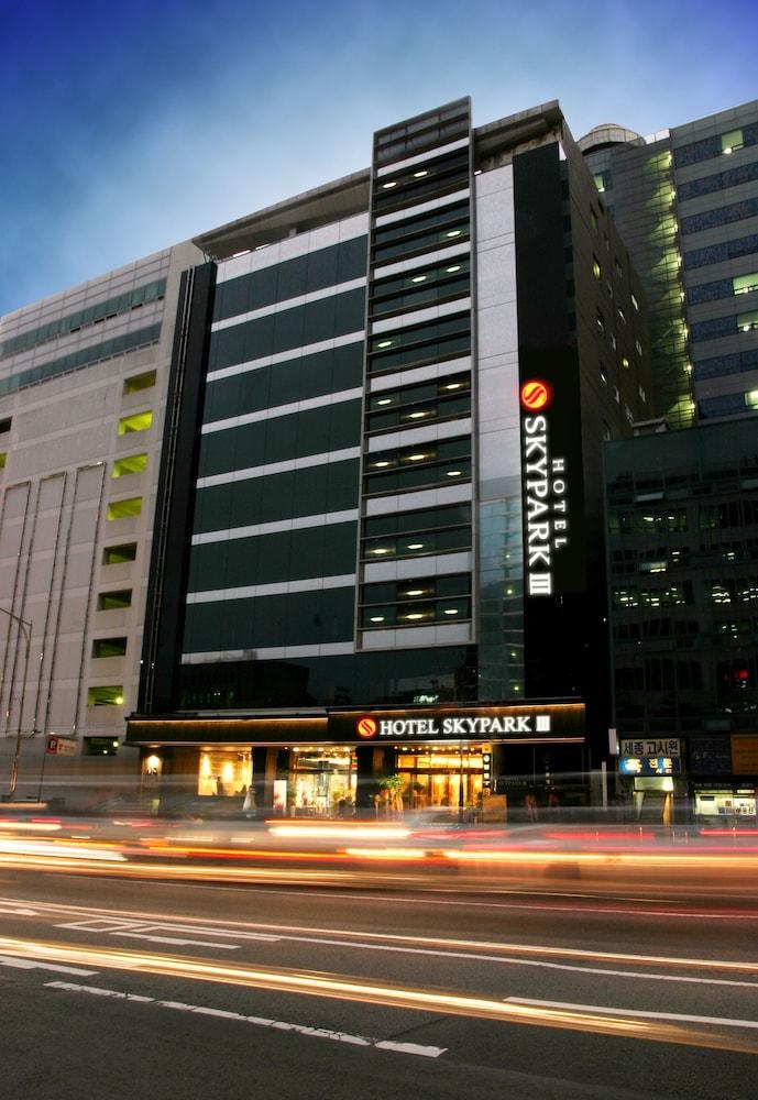 호텔 스카이파크 명동 III(HOTEL SKYPARK Myeongdong III) Hotel Image 46 - Hotel Front - Evening/Night