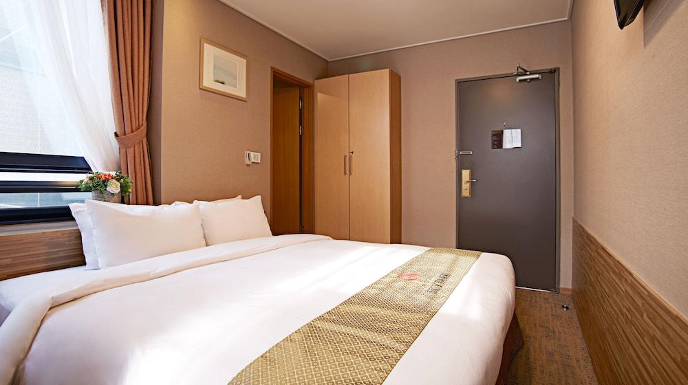 호텔 스카이파크 명동 III(HOTEL SKYPARK Myeongdong III) Hotel Image 20 - Guestroom