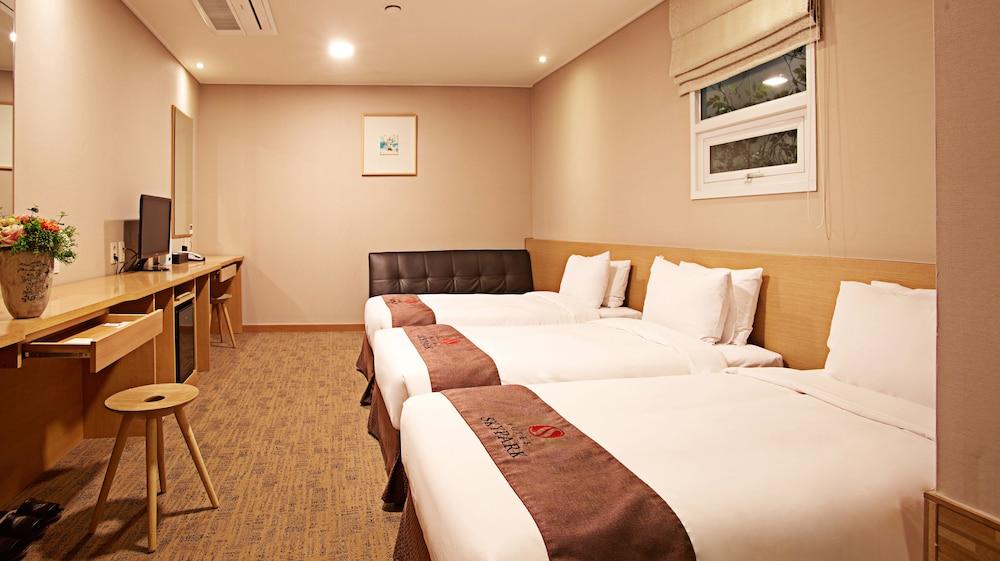 호텔 스카이파크 명동 III(HOTEL SKYPARK Myeongdong III) Hotel Image 8 - Guestroom