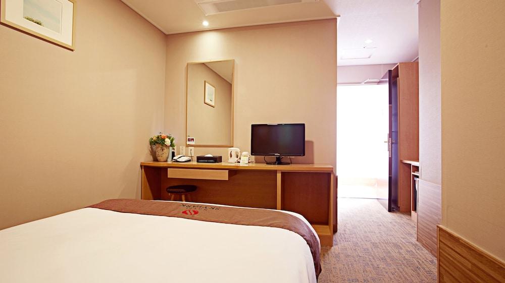 호텔 스카이파크 명동 III(HOTEL SKYPARK Myeongdong III) Hotel Image 9 - Guestroom