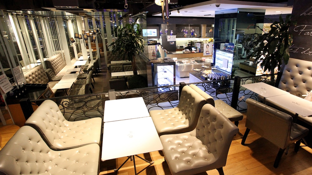 호텔 스카이파크 명동 III(HOTEL SKYPARK Myeongdong III) Hotel Image 40 - Breakfast Area