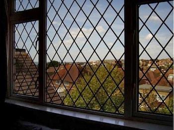 애번데일(The Avondale) Hotel Image 1 - View from Hotel