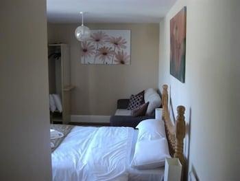 배블링 브룩 게스트 하우스(Babbling Brook Guest House) Hotel Image 6 - Guestroom