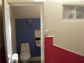 배블링 브룩 게스트 하우스(Babbling Brook Guest House) Hotel Image 14 - Bathroom