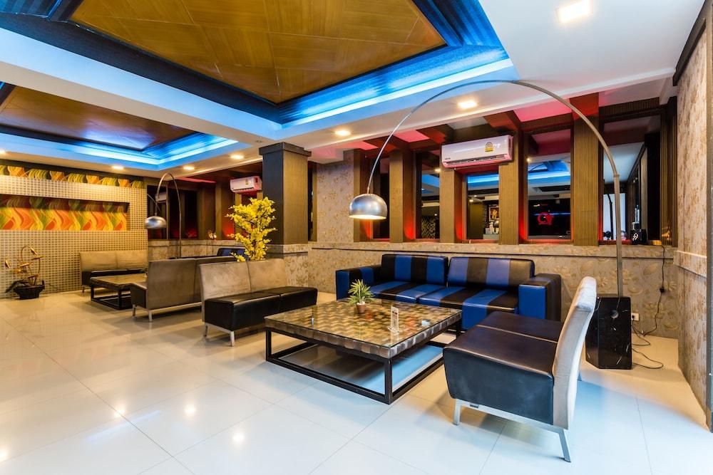 7Q 파통 비치 호텔(7Q Patong Beach Hotel) Hotel Image 1 - Lobby Sitting Area
