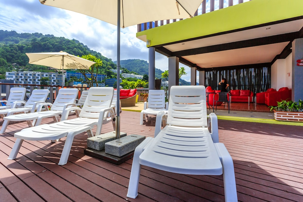 7Q 파통 비치 호텔(7Q Patong Beach Hotel) Hotel Image 4 - Pool