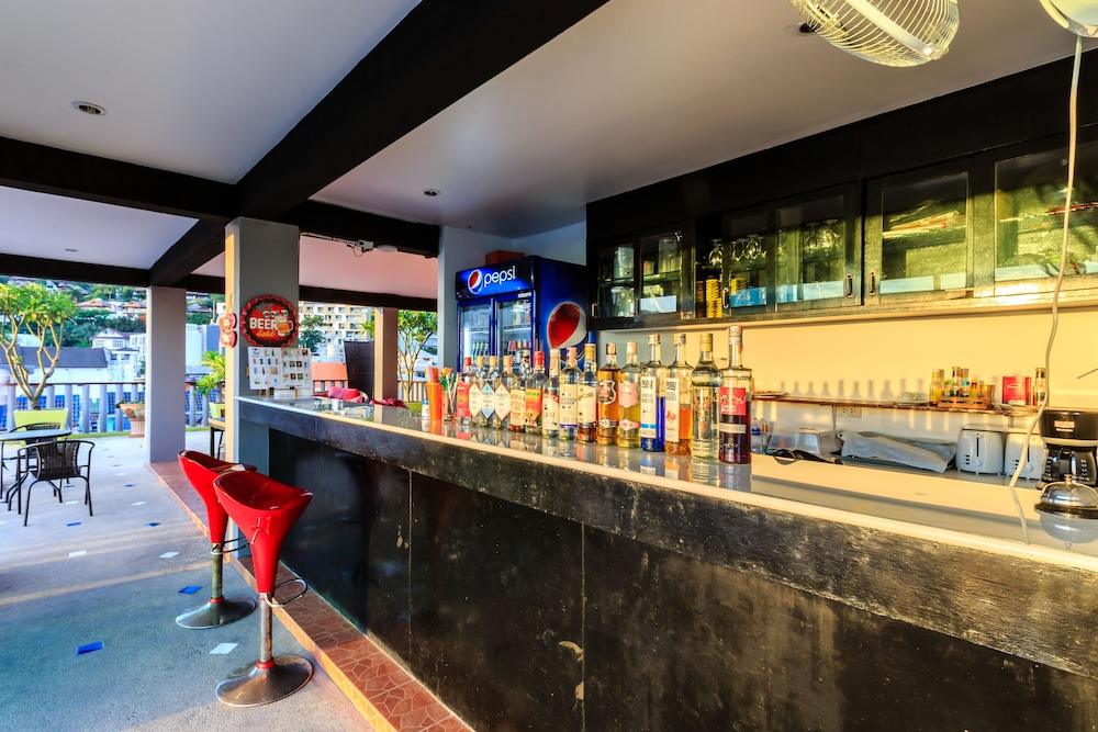 7Q 파통 비치 호텔(7Q Patong Beach Hotel) Hotel Image 51 - Hotel Bar