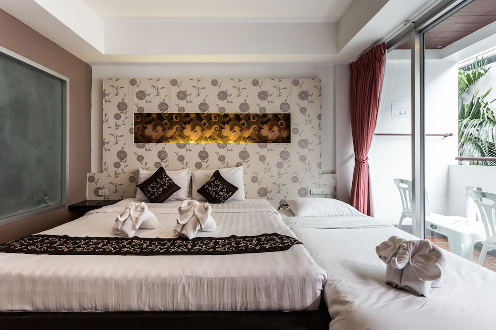 7Q 파통 비치 호텔(7Q Patong Beach Hotel) Hotel Image 6 - Guestroom