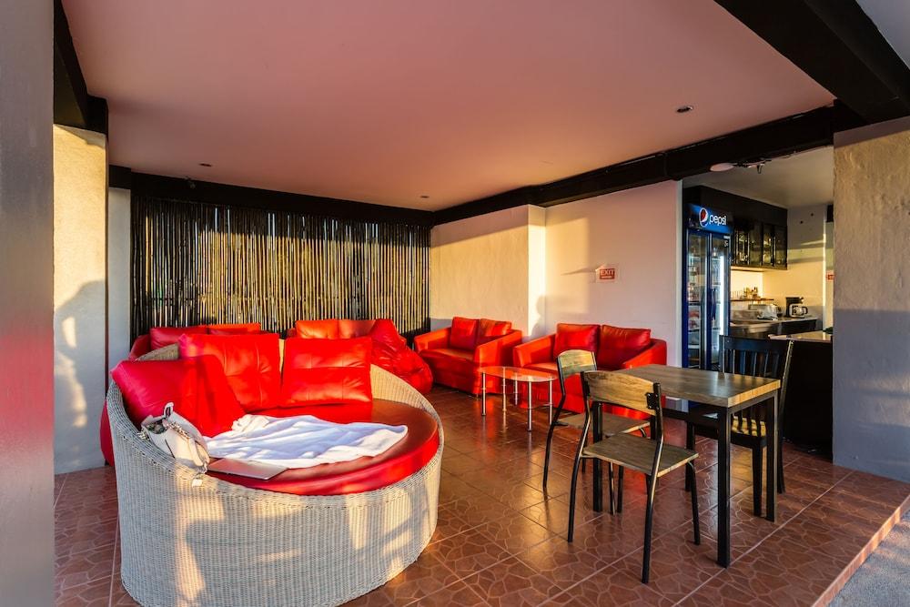 7Q 파통 비치 호텔(7Q Patong Beach Hotel) Hotel Image 53 - Hotel Bar