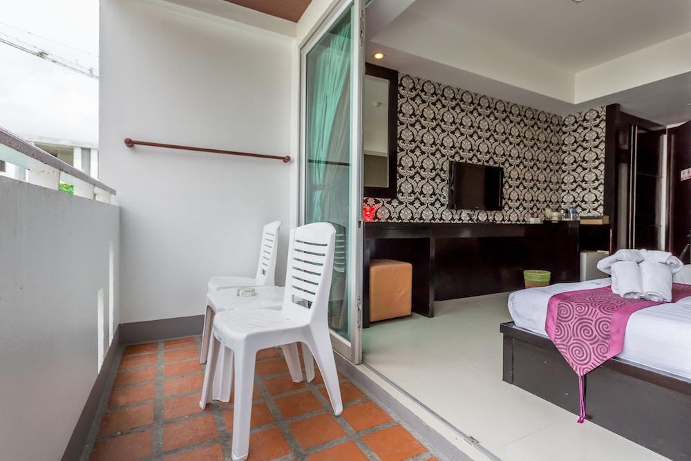 7Q 파통 비치 호텔(7Q Patong Beach Hotel) Hotel Image 18 - Balcony