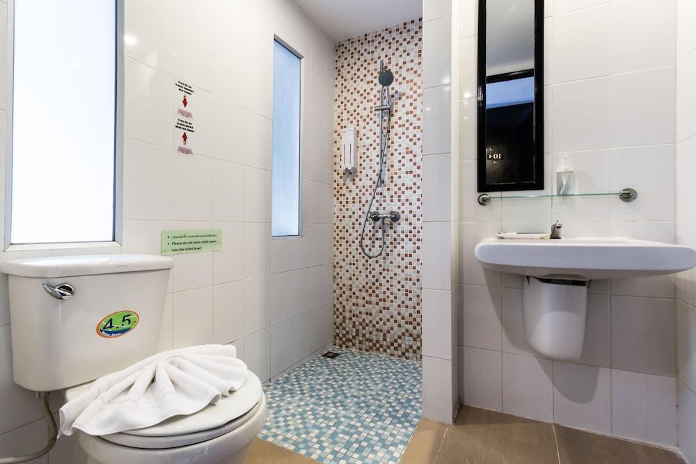 7Q 파통 비치 호텔(7Q Patong Beach Hotel) Hotel Image 34 - Bathroom