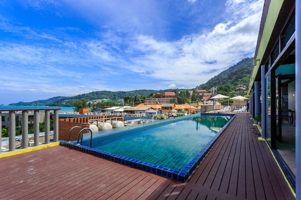 7Q 파통 비치 호텔(7Q Patong Beach Hotel) Hotel Image 42 - Outdoor Pool
