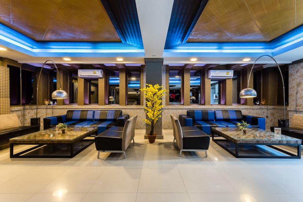 7Q 파통 비치 호텔(7Q Patong Beach Hotel) Hotel Image 2 - Lobby Sitting Area