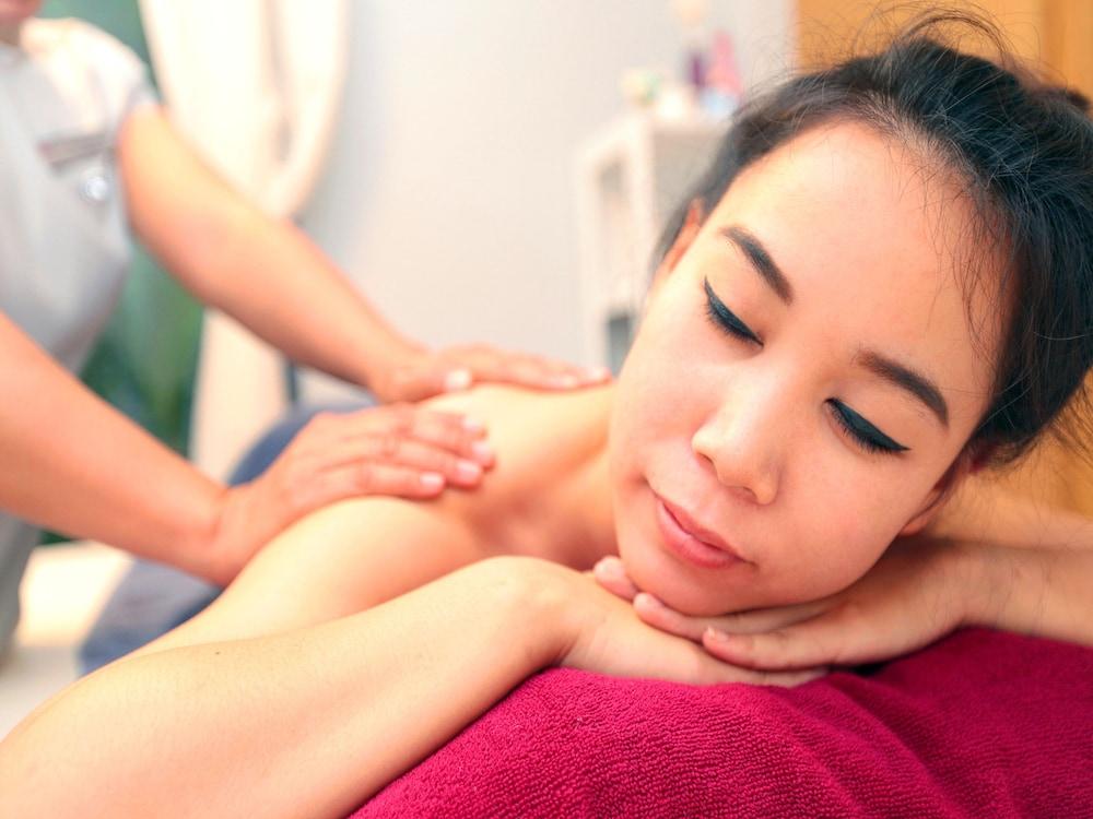 7Q 파통 비치 호텔(7Q Patong Beach Hotel) Hotel Image 45 - Massage