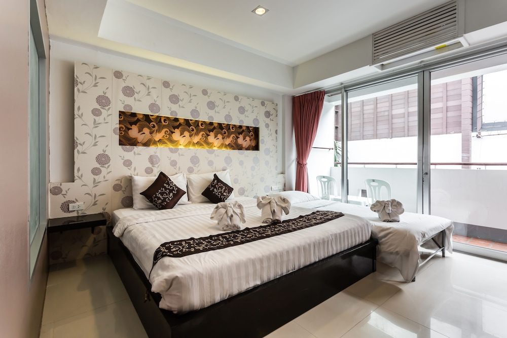 7Q 파통 비치 호텔(7Q Patong Beach Hotel) Hotel Image 12 - Guestroom