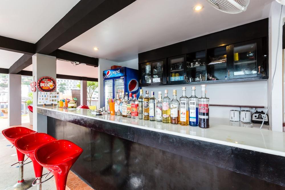 7Q 파통 비치 호텔(7Q Patong Beach Hotel) Hotel Image 55 - Hotel Bar
