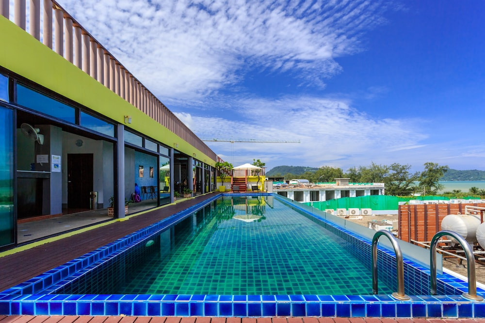 7Q 파통 비치 호텔(7Q Patong Beach Hotel) Hotel Image 43 - Outdoor Pool