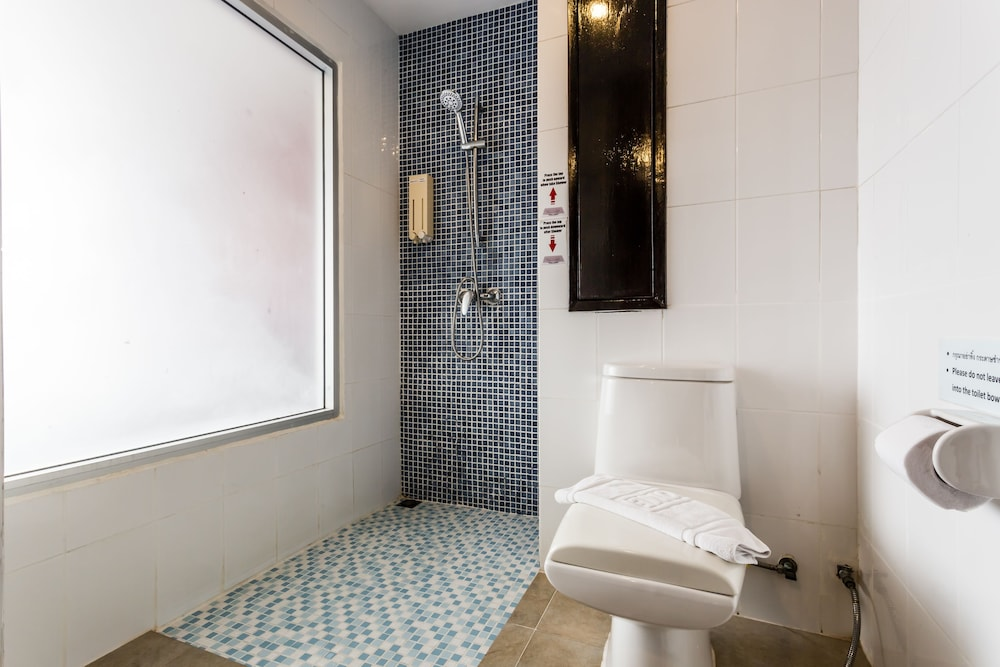 7Q 파통 비치 호텔(7Q Patong Beach Hotel) Hotel Image 74 - Bathroom